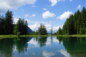 Wenn die Gedanken und Gefühle zur Ruhe kommen, wird der Geist klar. (Bildquelle:aboutpixel.de Bergsee, Österreich © Uwe Gernhoefer)